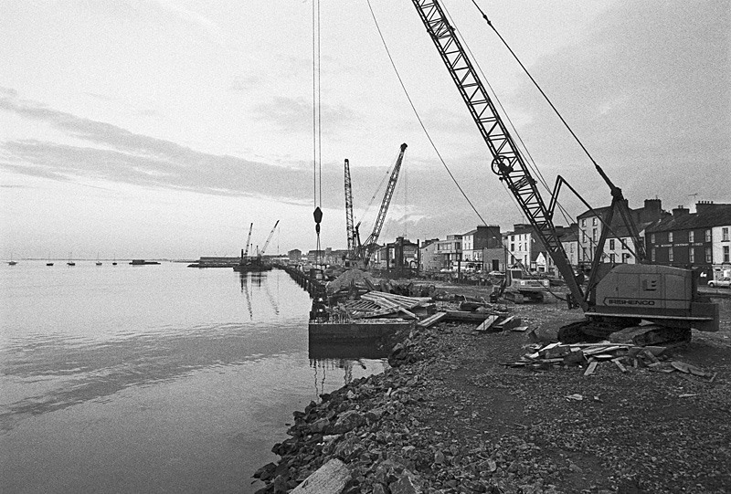 Building the new quayside - 2002